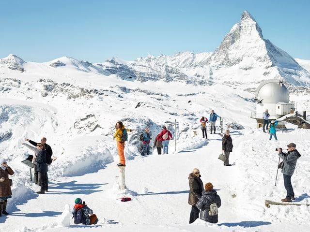Touristen posieren auf dem Gornergrat.
