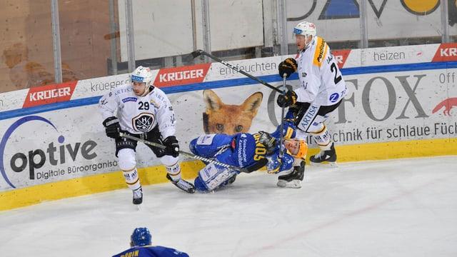 Purtret da giugaders da hockey da Lugano e Tavau.