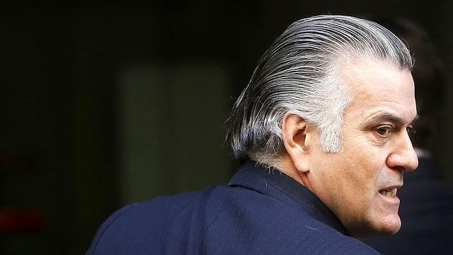 Ex-Finanzverwalter der spanischen Volkspartei PP Luis Bárcenas von hinten.