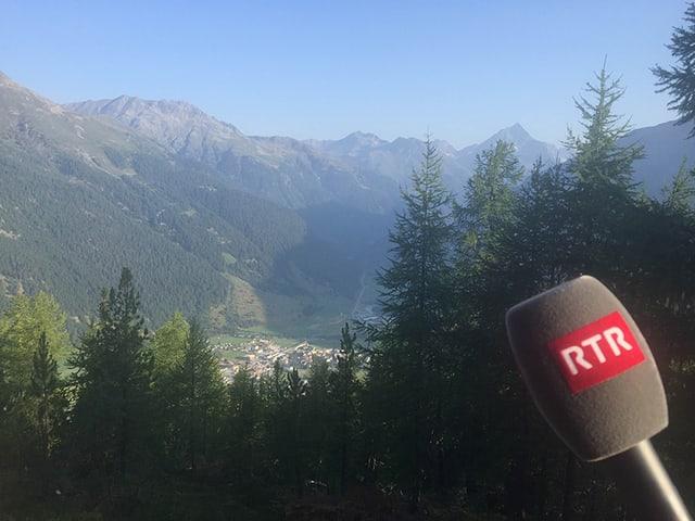 Vista sin Zernez, e microfon da RTR.