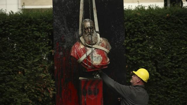 Statue von Leopold II. wird entfernt