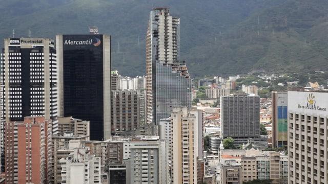 Der Torre David mitten im Bankenviertel von Caracas.