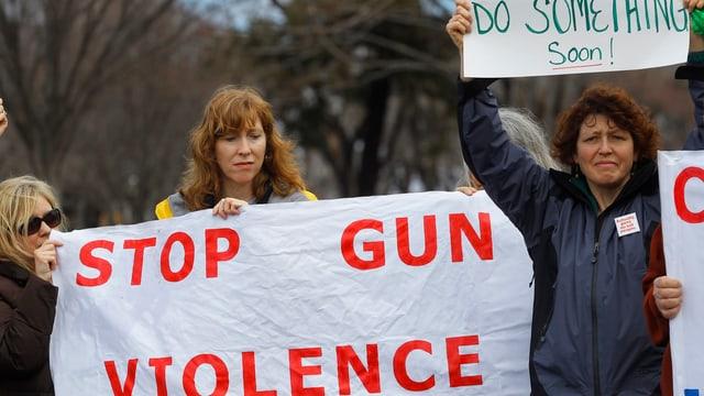 Protestierende gegen Waffengewalt.