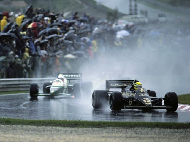 Ayrton Senna im strömenden Regen von Estoril.