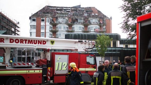 Il bajetg destruÌ da la clinica a Bochum che ha ars duant la notg.