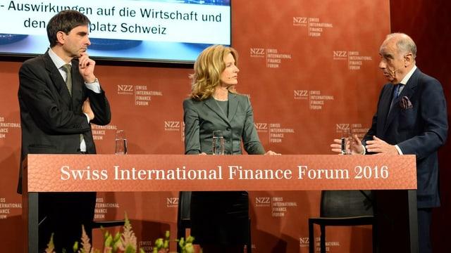 Wirtschaftsprofessor Aymo Brunetti (links) und Alexis P. Lautenberg auf dem Podium am SIFF