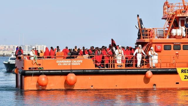Flüchtlinge auf Rettungsschiff.