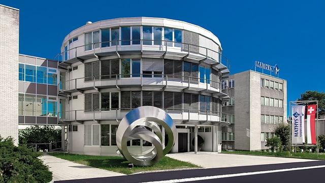 Das Hauptgebäude des Familienunternehmens Mathys in Bettlach