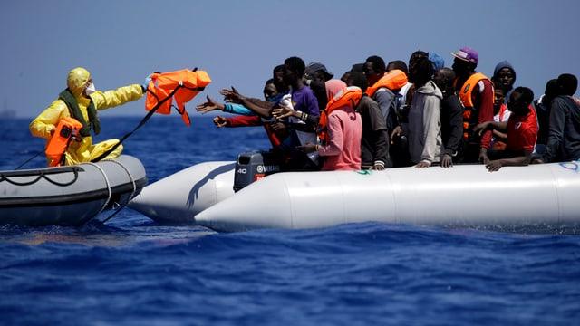 Rettung von Migranten nahe der libyschen Küste.