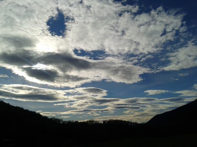 Föhnwolken über den Tessiner Bergen.