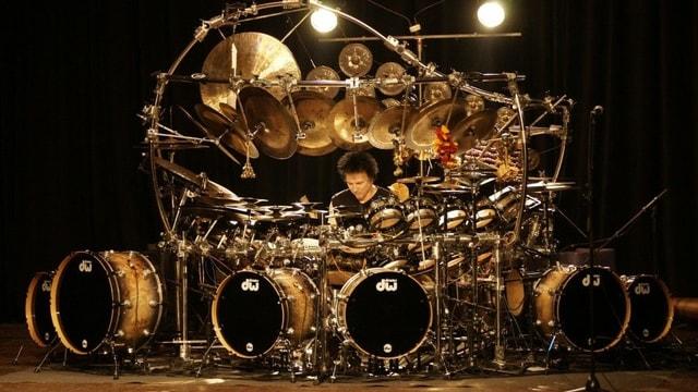 Wo ist der Drummer? Ach da.. nein halt... ah, da...nein...
