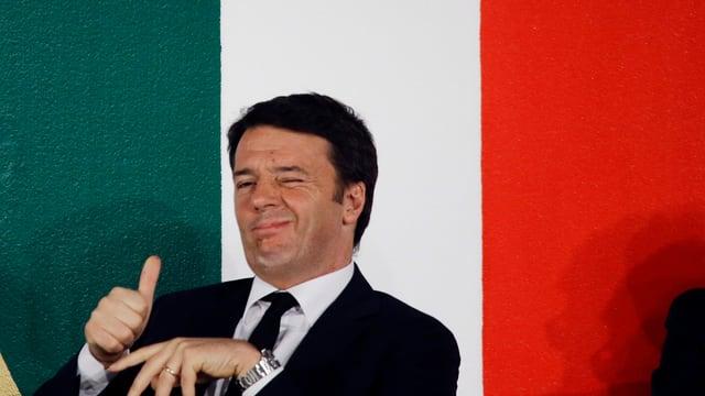 Renzi vor italienischer Nationalflagge