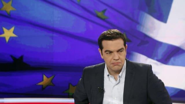 il primminister grec, Alexis Tsipras, en in studio da televisiun