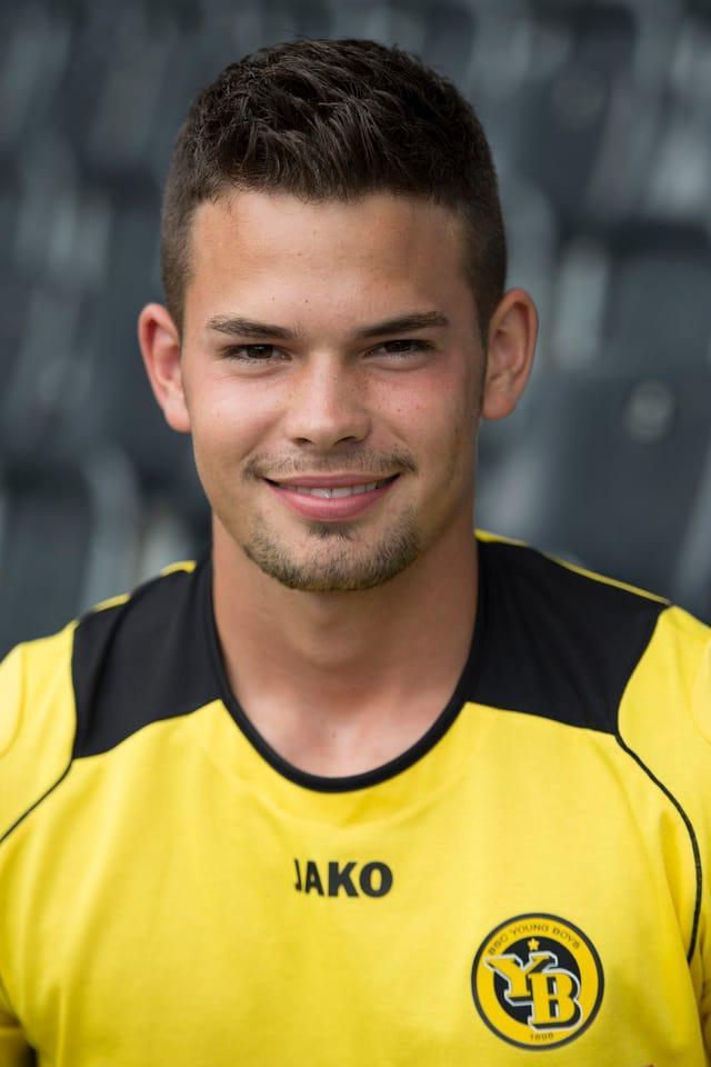 Der Bruder von GC-Keeper Roman kam in der Verteidigung von den Young Boys bis anhin 8-mal zum Einsatz. Am 10.2.2013 kam er gegen Luzern zu seinem Debüt in der YB-Startelf und spielte in den darauffolgenen 4 Super-League-Spielen immer von Beginn weg