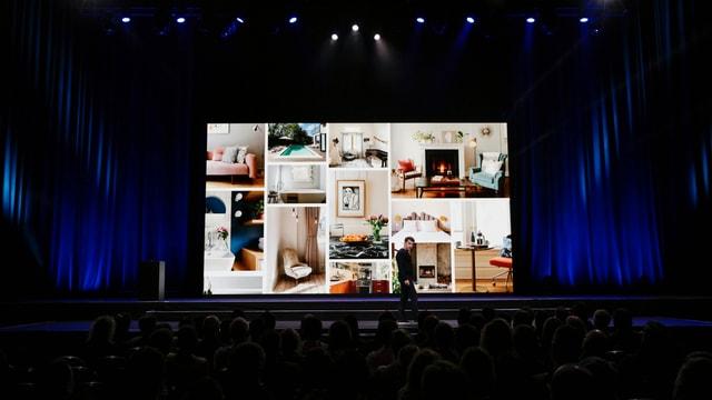 Präsentation mit einer Vielzahl von Wohnungen auf einem grossen Bildschirm.