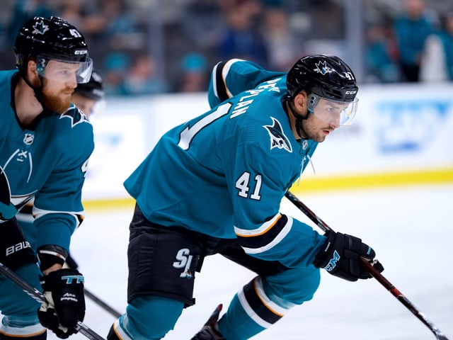 Vincent Praplan im Dress der San Jose Sharks.