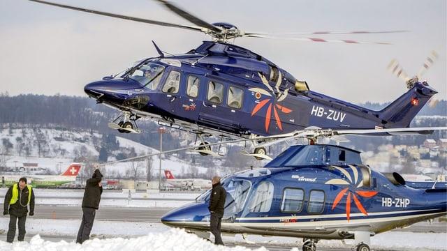 Hubschschrauber auf dem Flughafengelände.