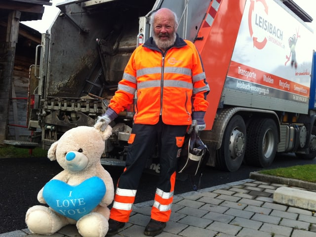 Hans Odermatt mit einem Plüschbären