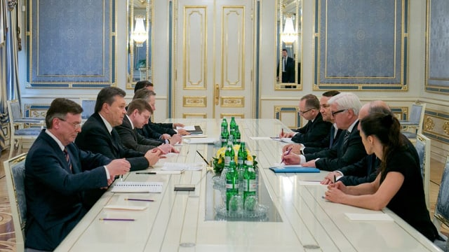 Witkor Janukowitsch verhandelt mit westlichen Aussenministern über einen Weg aus der Ukraine-Krise, 20. Februar 2014