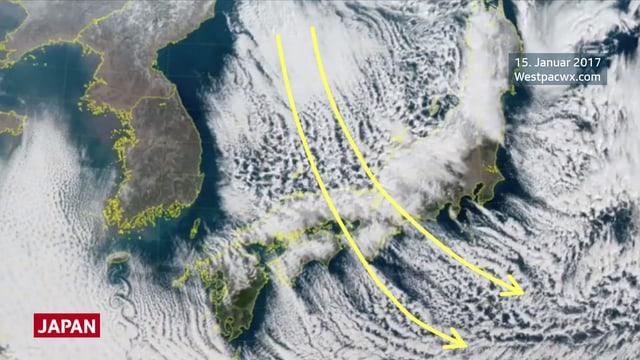 Auf dem Satellitenbild des Japanischen Meers sind weisse Wolkenstrassen zu sehen.