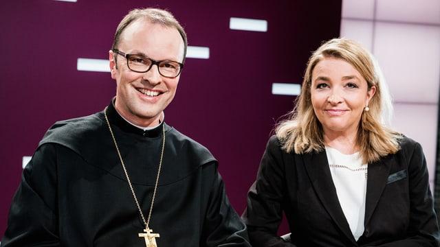 Zwei Geschwister in Schwarz: Abt Urban neben Nationalrätin Barbara Schmid-Federer.