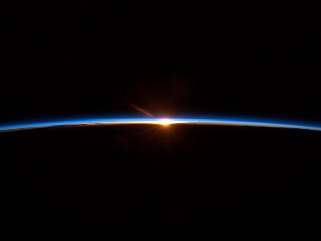 Sonnenaufgang aus dem All gesehen.