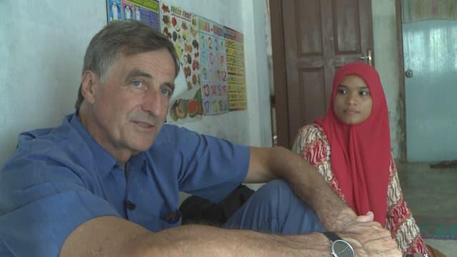 Adriaan Ferf zusammen mit einer Übersetzerin