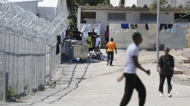 Leute in Flüchtlingslager.