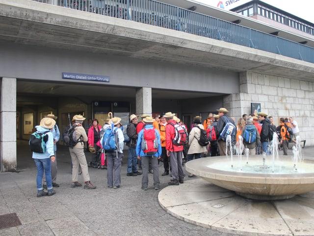Besammlung der Wandergruppe am Bahnhof Olten.