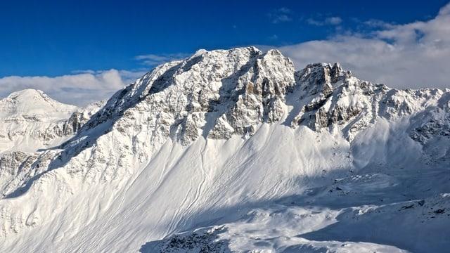 Fisch verschneite Berge im Kanton Graubünden