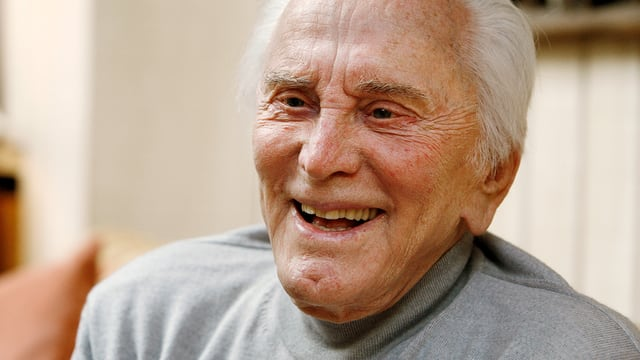 Kirk Douglas mit 90 Jahren.