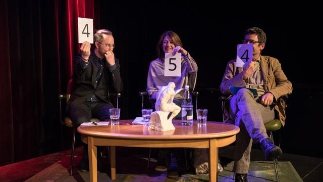 Die Jury bei der Bewertung: Jürg Halter (links), Sina und Gianfranco Soldati.