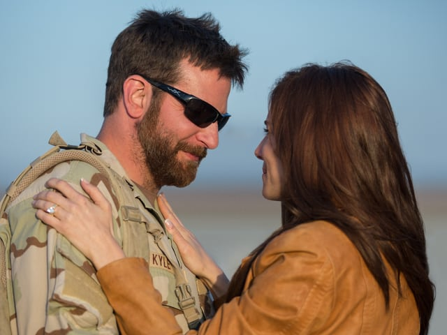 Bradley Cooper und Sienna Miller als Ehepaar Kyle in «American Sniper».