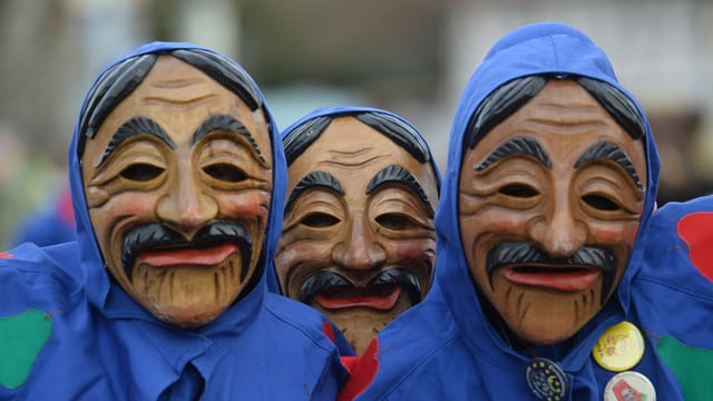 Drei Holzmasken