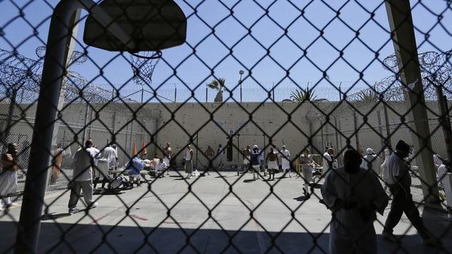 Blick in einem Gefängnis-Hof