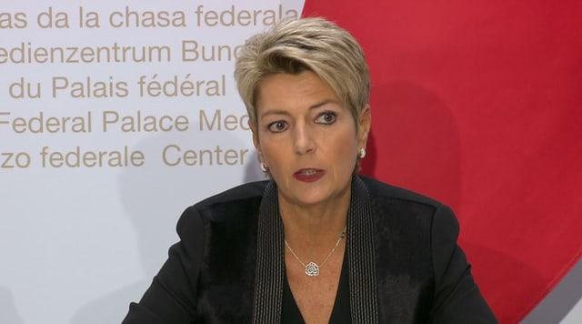 Bundesrätin Karin Keller-Sutter an der Medienkonferenz.