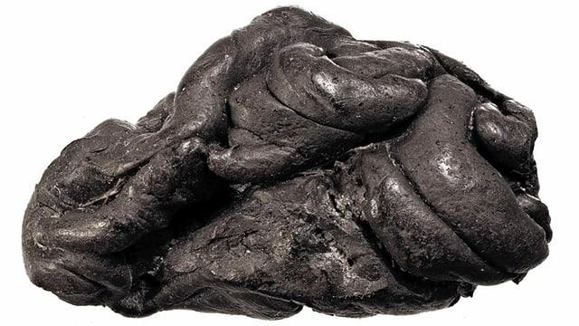 Dieses Stück Birkenpech ist rund zwei Zentimenter lang. Es wurde bei Ausgrabungen in Dänemark entdeckt.