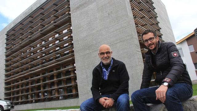 Fabian Vincenz (san.) e Linus Weishaupt (dre.), ils victurs dal premi spezial Norman Foster Solar Award.