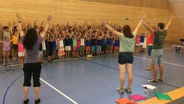 Exercizis da chantar en halla da gimnastica