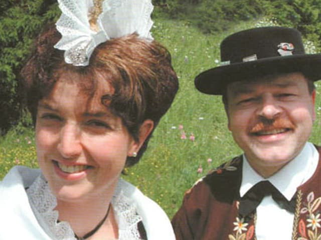 Mann und Frau in Tracht.