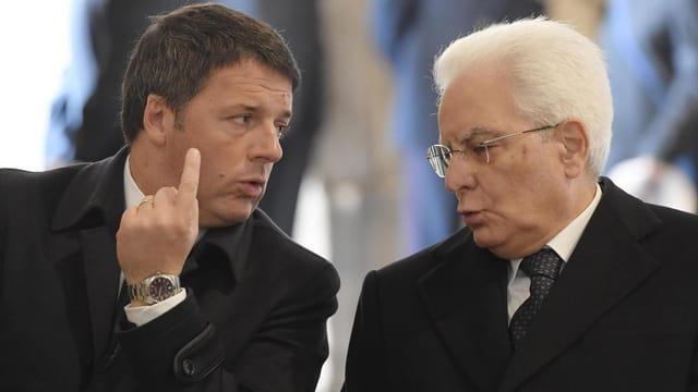 Matteo Renzi en discussiun cun il president talian Sergio Mattarella.