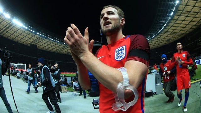 Tottenhams Angreifer Harry Kane klatscht in die Hände