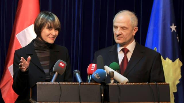 Die damalige Aussenministerin Micheline Calmy-Rey mit mit dem damaligen kosovarischen Präsidenten Fatmir Sejdiu.