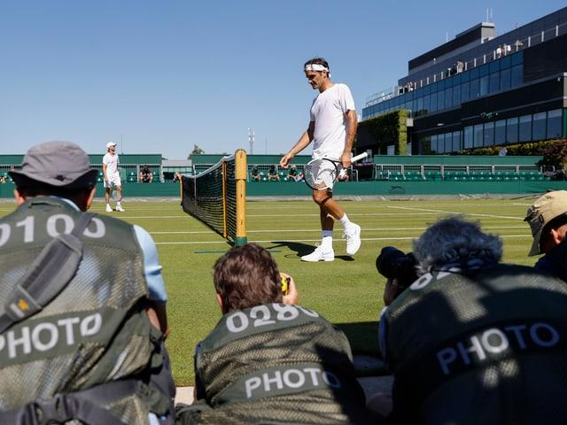 Roger Federer beim Training in Wimbledon.