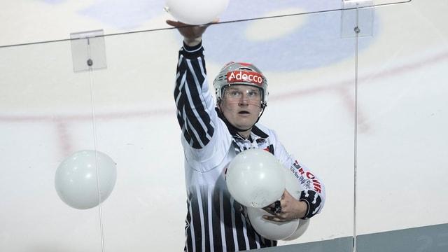 Schiedsrichter im Schweizer Eishockey.