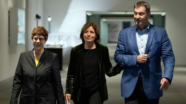 CDU-Vorsitzende Annegret Kramp-Karrenbauer (l.), kommissarische SPD-Vorsitzende Malu Dreyer und CSU-Vorsitzender Markus Söder nach der Sitzung des Koalitionsausschusses zur Grundrente.