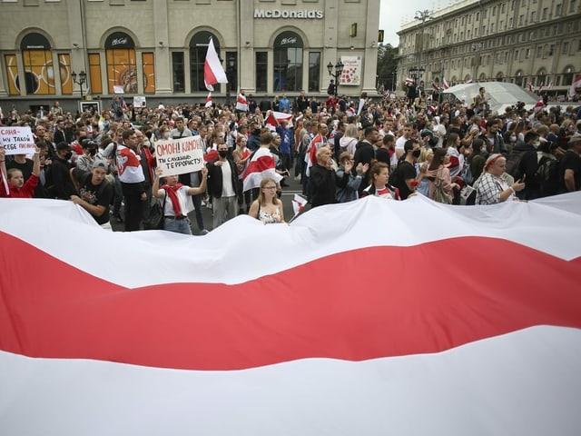Protestierende auf der Strasse.