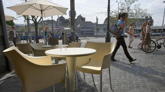 Boulevard-Cafés in Zürich.