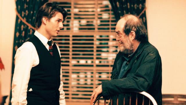 Tom Cruise bespricht sich mit Regisseur Stanley Kubrick