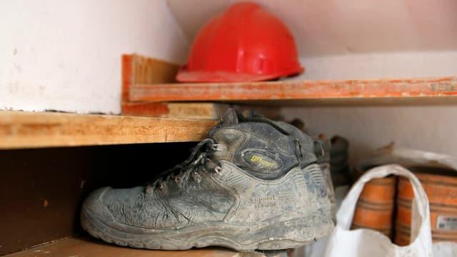 Schuhe eines Bauarbeiters